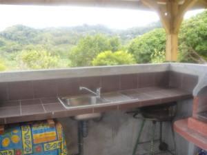 Terrasse avec point d'eau.
